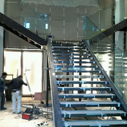escaleras-metalicas-para-local-comercial